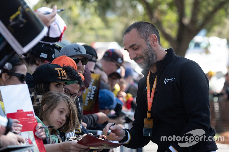 Cyril Abiteboul, Renault F1 Managing Director signs autographs for fans
