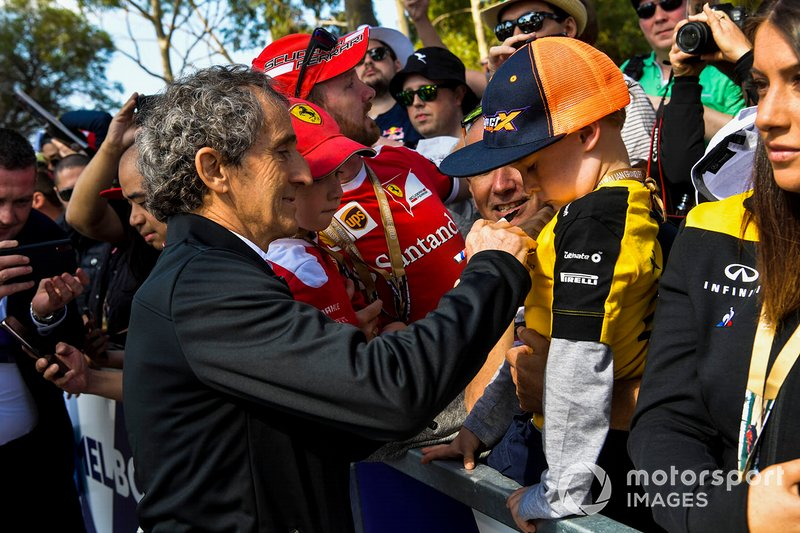 Alain Prost, Renault signs an autograph for a fan