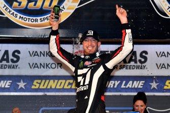 Ganador Kyle Busch, Kyle Busch Motorsports, Toyota Tundra Cessna