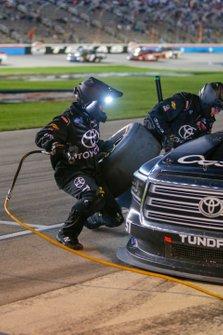 Kyle Busch, Kyle Busch Motorsports, Toyota Tundra Cessna pit stop