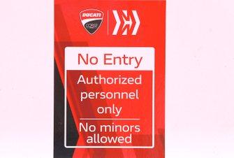 Знак Mission Winnow Phillip Morris на оформлении Ducati