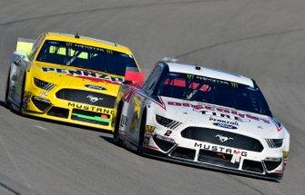 Brad Keselowski, Team Penske, Ford Mustang Discount Tire and Ryan Blaney, Team Penske, Ford Mustang Menards/Pennzoil Ford