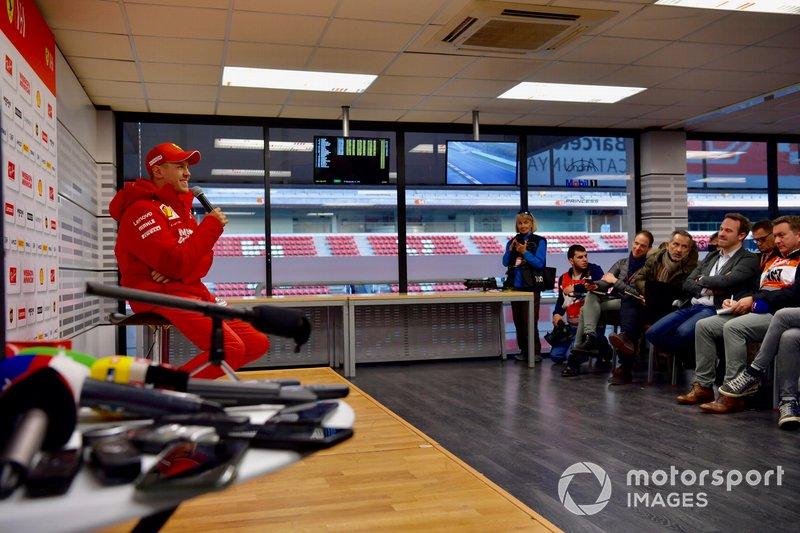 Sebastian Vettel, Ferrari, parla con i media