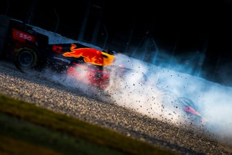 Pierre Gasly, Red Bull Racing RB15, spins into the gravel