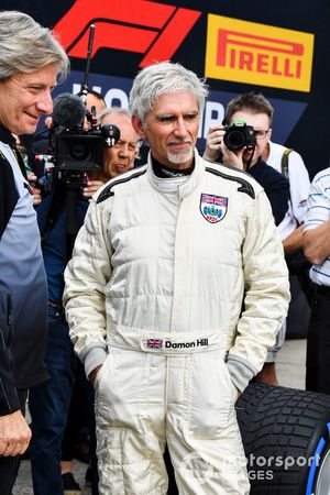 Damon Hill met de Lotus 49 uit 1968 van vader Graham Hill