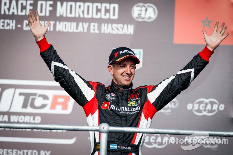 Podio: tercero Néstor Girolami, ALL-INKL.COM Münnich Motorsport Honda Civic Type R TCR
