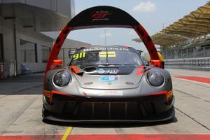 #911 Absolute Racing Porsche 911 GT3 R in parc ferme