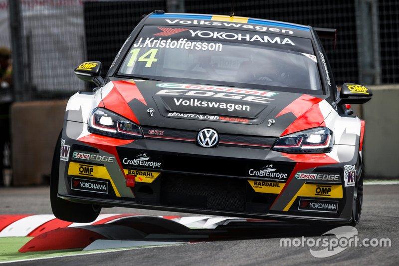 №14. Йохан Кристофферсон (Швеция, 30 лет), Volkswagen Golf GTI TCR, команда SLR Volkswagen