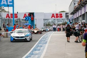 The BMW i8 Safety car the field in the pitlane