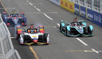 Lucas Di Grassi, Audi Sport ABT Schaeffler, Audi e-tron FE05, performs a practice start with Mitch Evans, Panasonic Jaguar Racing, Jaguar I-Type 3, Sam Bird, Envision Virgin Racing, Audi e-tron FE05