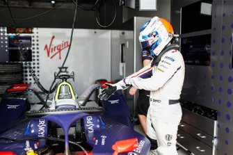 Sam Bird prepares to get into his Envision Virgin Racing Audi e-tron FE05