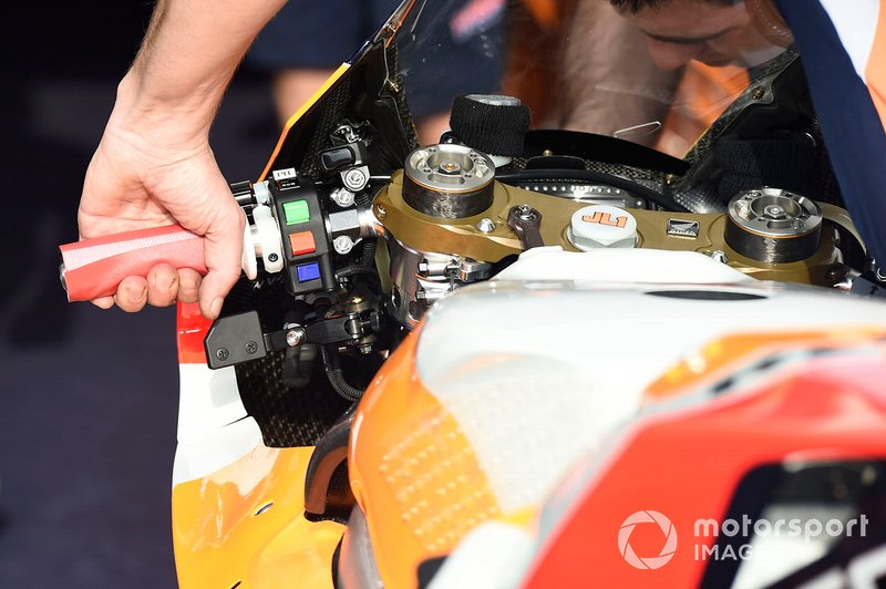 Detalle del manilla de Repsol Honda Team