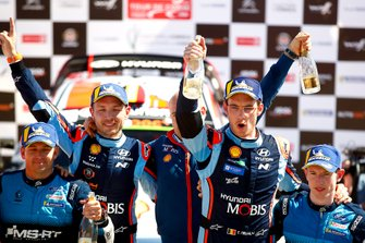 Podium: Thierry Neuville, Nicolas Gilsoul, Hyundai Motorsport Hyundai i20 Coupe WRC, Elfyn Evans, Scott Martin, M-Sport Ford WRT Ford Fiesta WRC