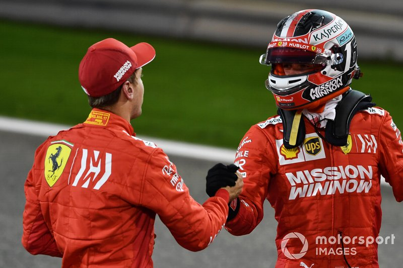 Sebastian Vettel, Ferrari, felicita a Charles Leclerc, Ferrari, por su primera pole en F1