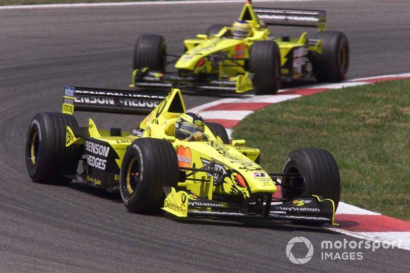 Heinz-Harald Frentzen, Jordan-Mugan Honda EJ10 leads Jarno Trulli, Jordan-Mugan Honda EJ10