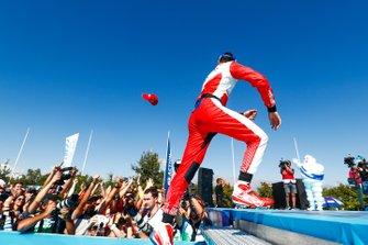 Pascal Wehrlein, Mahindra Racing, 2nd position, arrives onto the podium