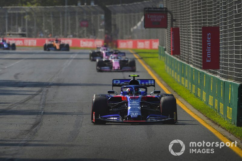 Alexander Albon, Toro Rosso STR14, Sergio Perez, Racing Point RP19