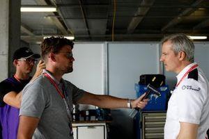 Andrew van Leeuwen, Motorsport.com Australia with Jens Marquardt, BMW Motorsport Director.