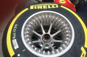 Cerchi forati Ferrari