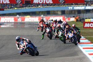 Markus Reiterberger, BMW Motorrad WorldSBK Team, insegue il gruppo