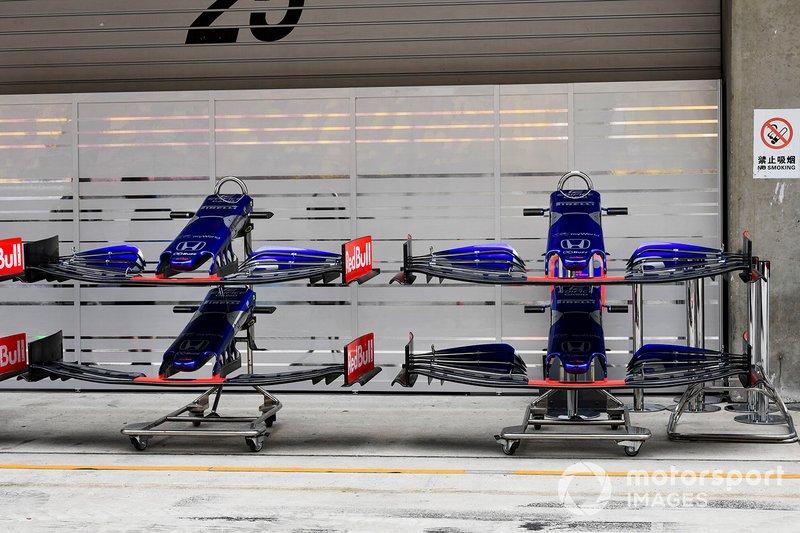 Detalle de alerones delanteros del Toro Rosso STR14