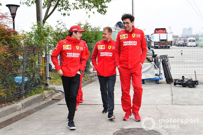 Charles Leclerc, Ferrari, Sebastian Vettel, Ferrari e Mattia Binotto, Team Principal Ferrari