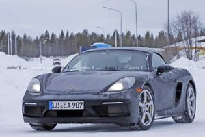 Possible six-cylinder Porsche 718 Boxster spy photo