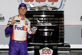 Winner Denny Hamlin, Joe Gibbs Racing, Toyota Camry FedEx Express in victory lane