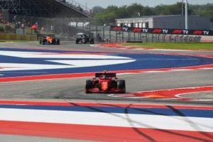 Carlos Sainz Jr., Ferrari SF21, Daniel Ricciardo, McLaren MCL35M, and Pierre Gasly, AlphaTauri AT02