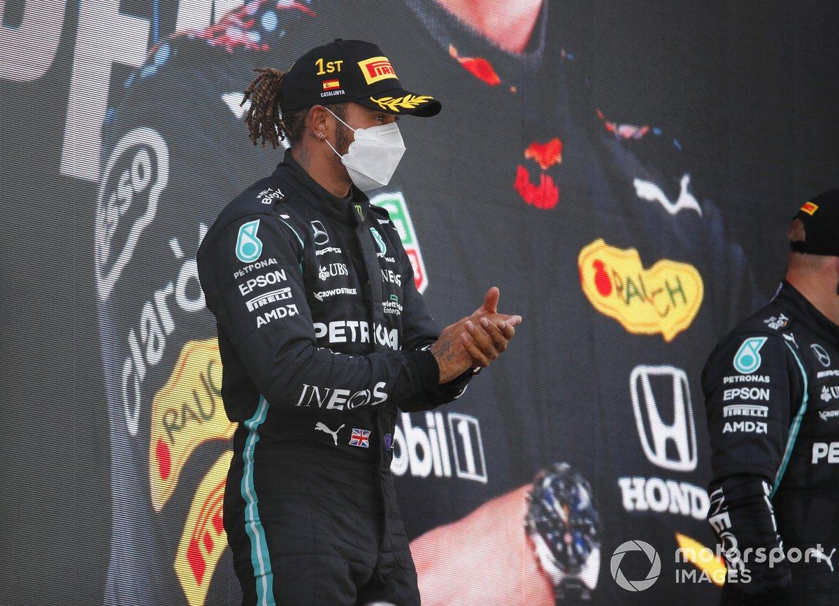 Lewis Hamilton, Mercedes, 1 ° posto, sul podio
