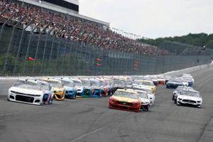 William Byron, Hendrick Motorsports, Chevrolet Camaro Axalta Color of the Year y Joey Logano, Team Penske, Ford Mustang Shell Pennzoil