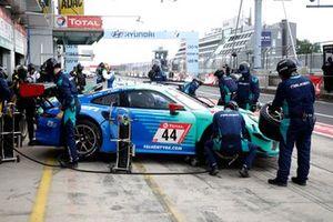 #44 Falken Motorsports Porsche 911 GT3 R: Klaus Bachler, Martin Ragginger, Sven Mu?ller, Alessio Picariello