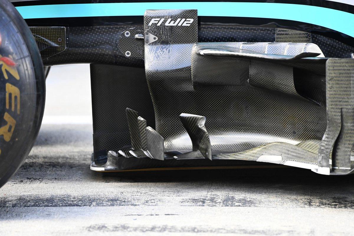 Detalle del bargeboard del Mercedes W12
