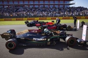 Valtteri Bottas, Mercedes W12, 3rd position, Max Verstappen, Red Bull Racing RB16B, 1st position, and Lewis Hamilton, Mercedes W12, 2nd position