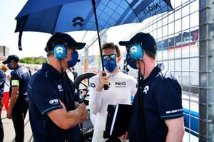 Oliver Turvey, NIO 333, on the grid with engineers