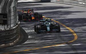 Себастьян Феттель, Aston Martin AMR21, Макс Ферстаппен, Red Bull Racing RB16B