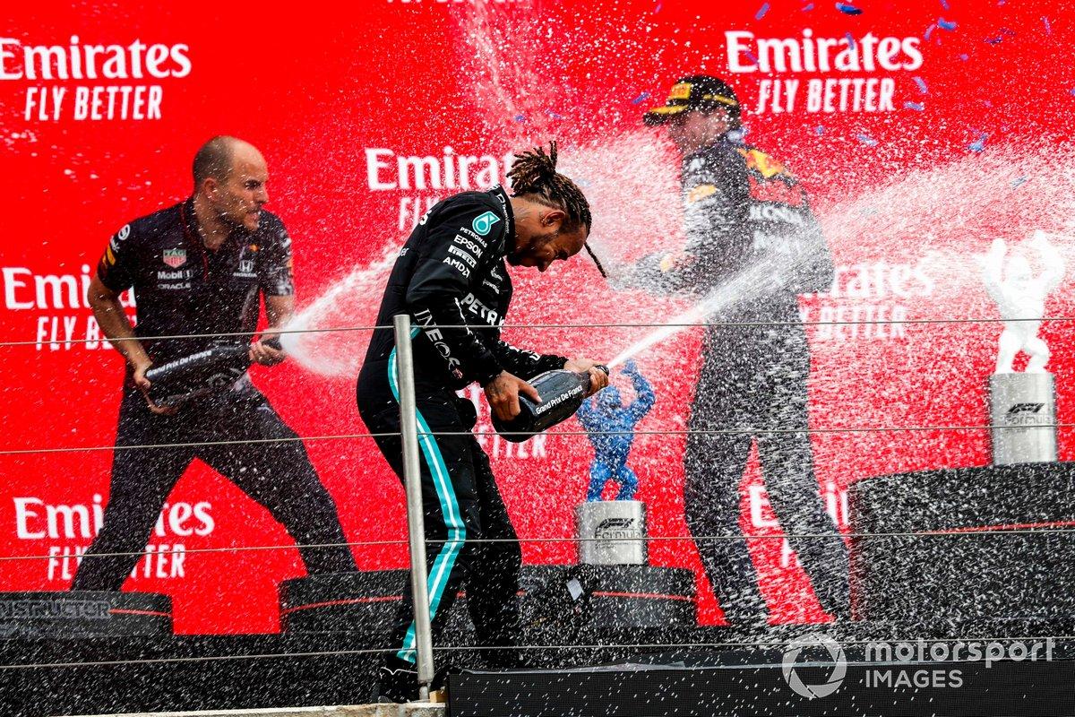 Podio: Gianpiero Lambiase, Ingeniero de carreras de Red Bull Racing, ganador de la carrera Max Verstappen, Red Bull Racing, segundo lugar Lewis Hamilton, Mercedes