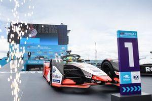 Le vainqueur Lucas Di Grassi, Audi Sport ABT Schaeffler, Audi e-tron FE07, se dirige vers le parc fermé