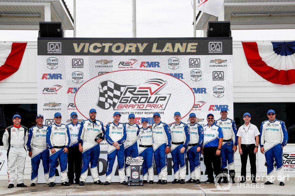 Ganador Alex Palou, Chip Ganassi Racing Honda celebra con el equipo