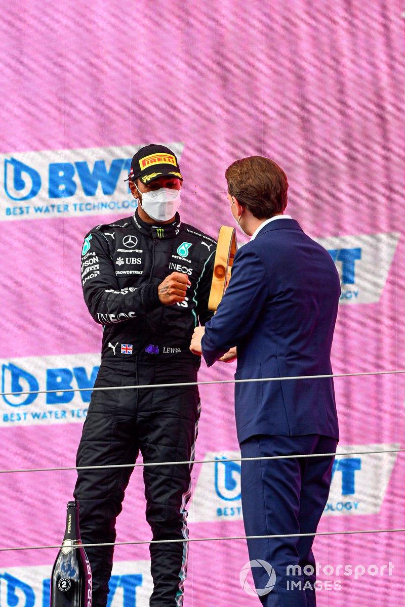 Podio: segundo lugar Lewis Hamilton, Mercedes