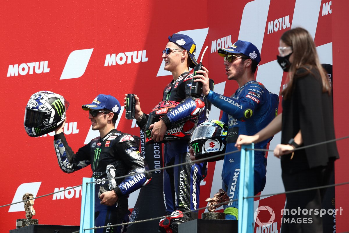 Podio: ganador de la carrera Fabio Quartararo, Yamaha Factory Racing, segundo lugar Maverick Viñales, Yamaha Factory Racing, tercer lugar Joan Mir, Team Suzuki MotoGP