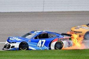 Ricky Stenhouse Jr., JTG Daugherty Racing, Chevrolet Camaro Kroger/Energizer, crash
