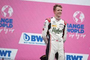Le vainqueur, Frederik Vesti, ART Grand Prix, sur le podium
