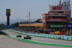 Nicholas Latifi, Williams FW43B, Valtteri Bottas, Mercedes W12