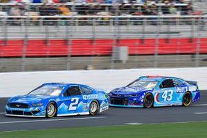Brad Keselowski, Team Penske, Ford Mustang Keystone Light, Erik Jones, Richard Petty Motorsports, Chevrolet Camaro Petty's Garage