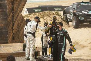 Jamie Chadwick, Stephane Sarrazin, Veloce Racing celebrate with Molly Taylor, Johan Kristoffersson, Rosberg X Racing on podium