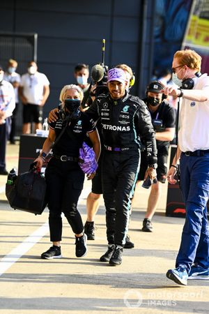Pole man Lewis Hamilton, Mercedes, with Angela Cullen, Physio for Lewis Hamilton, after securing pole