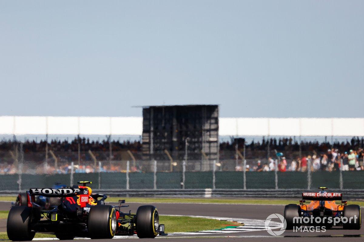 Lando Norris, McLaren MCL35M, Sergio Pérez, Red Bull Racing RB16B