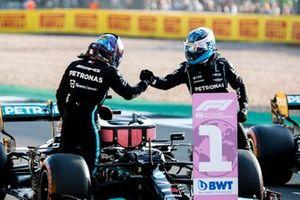 Valtteri Bottas, Mercedes, congratulates Lewis Hamilton, Mercedes, on securing pole position