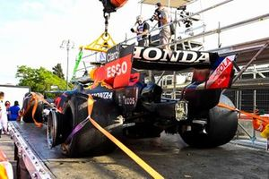 L'auto danneggiata di Max Verstappen, Red Bull Racing RB16B